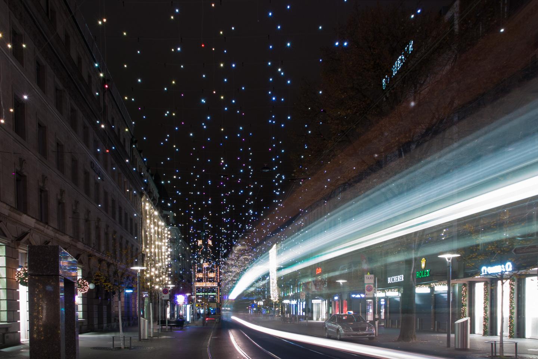 weihnachtsbeleuchtung lucy an der bahnhofstrasse z rich urs meier. Black Bedroom Furniture Sets. Home Design Ideas